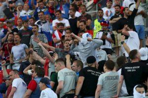 Previo al torneo, los rusos hicieron un 'casting' para seleccionar a los 120 hinchas más violentos Foto:Getty Images. Imagen Por: