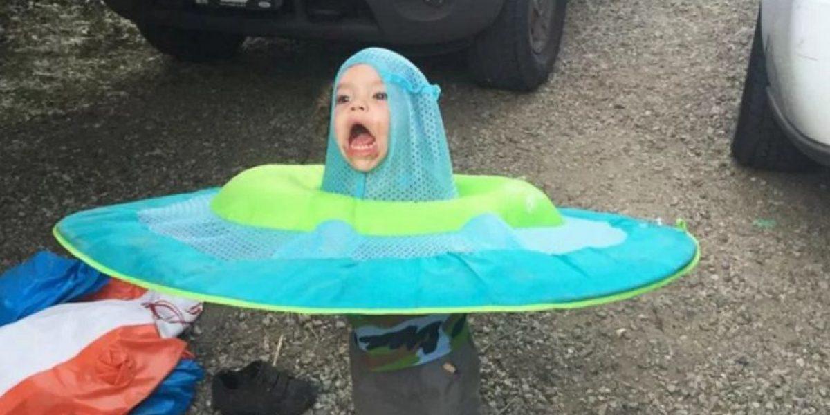Este niño quedó atrapado en una balsa y lo convirtieron en meme