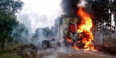 Camión es totalmente quemado en Ercilla: investigan posible atentado incendiario