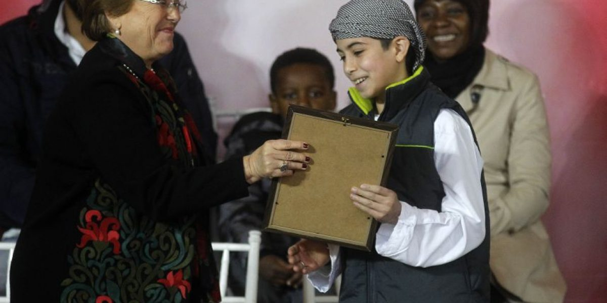 Bachelet entrega carta de nacionalización a 45 hijos de refugiados palestinos