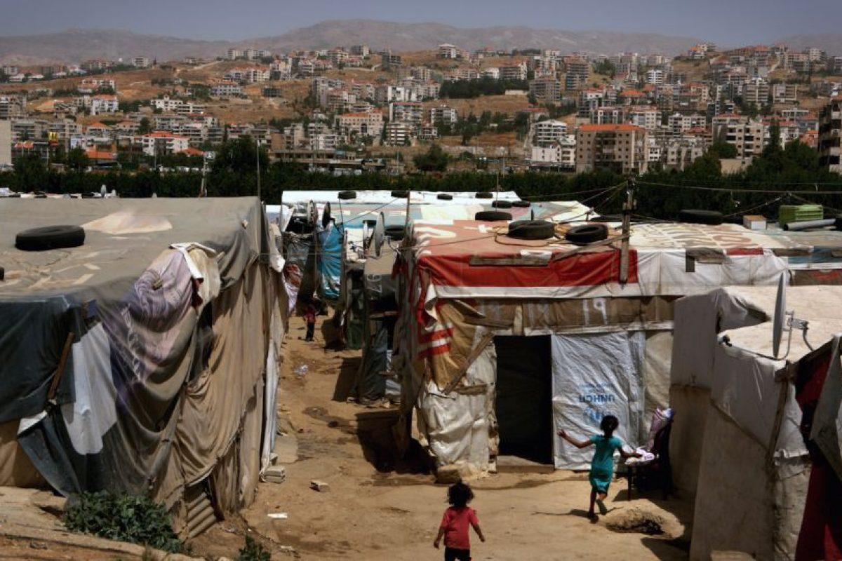 Campamento de refugiados sirios en El Líbano. En proporción a su población(4,2 millones, según el último senso) este país que comparte frontera con Siria es el que más refugiados ha acogido en el mundo. Foto:AFP. Imagen Por: