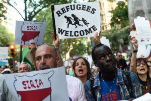 Marcha en Barcelona. Los manifestantes piden por la acogida de los refugiados sirios, quienes han llegado por millares a las costas de la Unión Europea. Foto:AFP. Imagen Por: