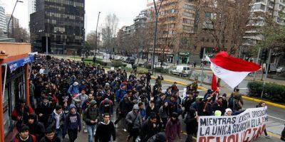 Estudiantes argumentan que marcha no sería por cercanías del socavón en Providencia