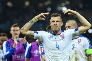 Eslovaquia, por su parte, debutó en el torneo y ha tenido un buen papel en la primera Eurocopa que disputn. Pese a que perdieron por 2 a 1 ante Gales, en la segunda fecha tuvieron un buen partido y le ganaron a Rusia Foto:Getty Images. Imagen Por: