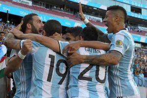 Los trasandinos son los grandes favoritos a quedarse con la Copa América Centenario y esperan avanzar y que Chile también lo haga para reeditar la final del 2015 Foto:Getty Images. Imagen Por: