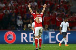 Las camisetas de la selección de Suiza sufrieron y hasta siete jugadores tuvieron que cambiarlas luego que se rompieran Foto:Getty images. Imagen Por: