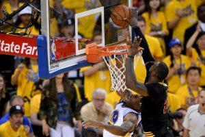 Sin embargo, su tapón crucial a Andre Iguolada en el último ataque de Golden State Warriors Foto:Getty Images. Imagen Por:
