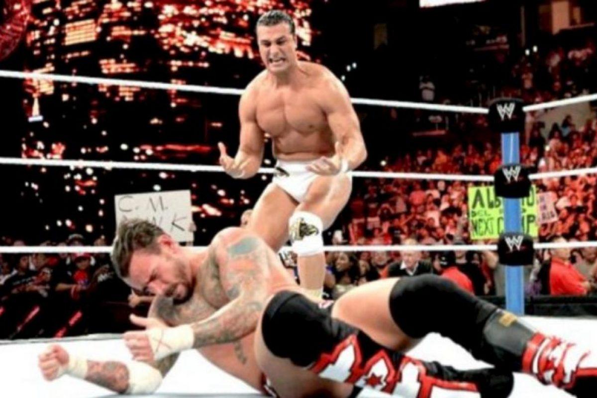 """Fotos: Los 9 reinados más fugaces de la WWE Venció a Cena en SummerSlam de 2011, pero en esa función cayó con Alberto del Río que cambió el """"Dinero en el Banco"""" Foto:WWE. Imagen Por:"""