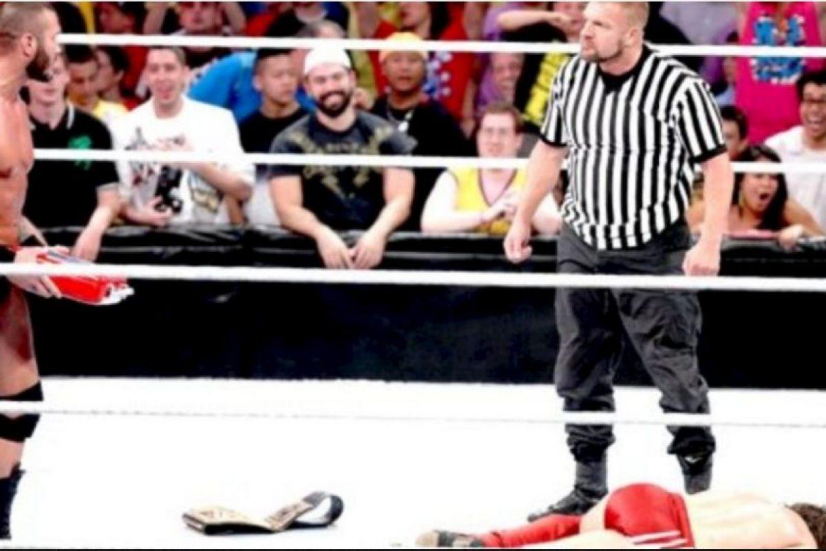 """10. Daniel Bryan. Obtuvo el campeonato en el SummerSlam de 2013, pero después fue sorprendio por Orton y su """"Dinero en el Banco"""" Foto:WWE. Imagen Por:"""