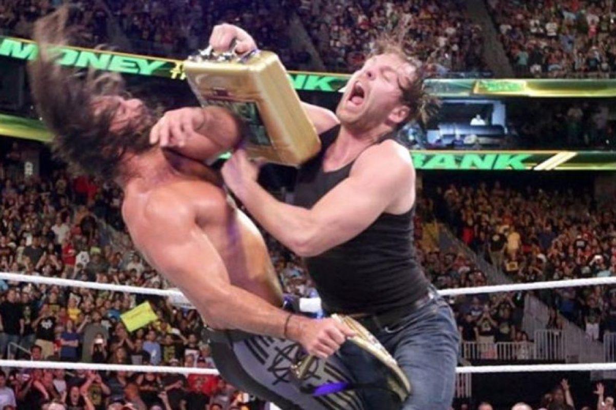 Seth Rollins conquistó el Campeonato Mundial de Peso Pesado al vencer a Roman Reigns Foto:WWE. Imagen Por: