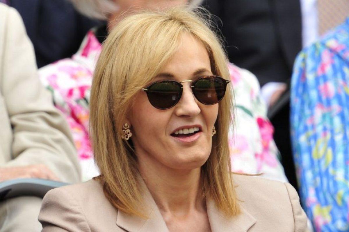 """EN CONTRA.La escritora J.K. Rowling, creadora de la saga de Harry Potter, defendió la importancia de la Unión Europea como símbolo de paz: """"No quiero abandonar una unión que ha traído a la región más paz y estabilidad de la que nunca conoció"""", escribió en Twitter. Foto:AFP. Imagen Por:"""