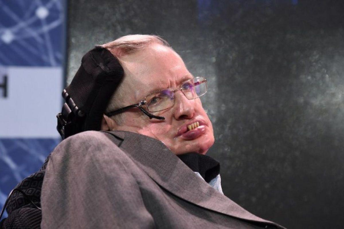 """EN CONTRA.Stephen Hawking. El astrofísico considera que salir de la UE sería un golpe para la ciencia. """"Primero, el incremento de la financiación (europea) ha elevado notablemente el nivel de la ciencia europea en conjunto y de la británica en particular"""", afirmó en una carta suscrita por 150 científicos. """"Segundo, estamos reclutando a muchos de los mejores investigadores de la Europa continental"""", continuó. Foto:AFP. Imagen Por:"""