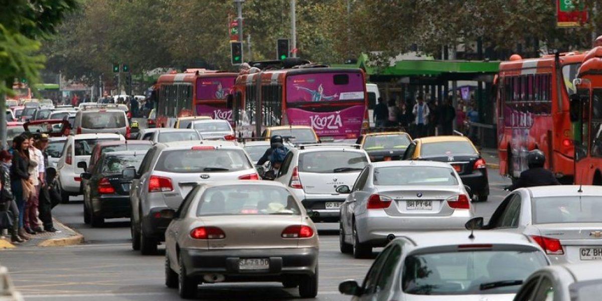 Buscan restringir circulación de vehículos con sello verde para bajar congestión