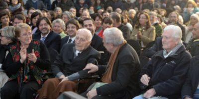 Padre José Aldunate recibe el Premio Nacional de Derechos Humanos