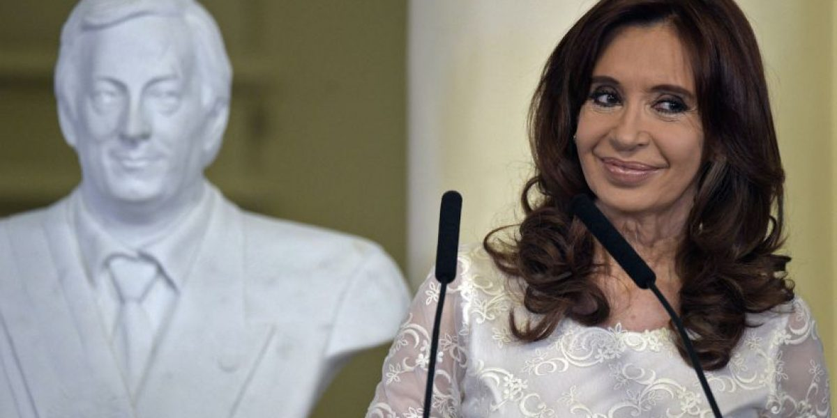 Cuestionan a Cristina Fernández por cobrar doble pensión de ex mandataria