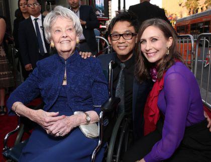 Lorraine Warren con Vera Farmiga y el director de