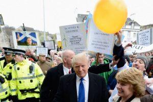 Trump ha sido víctima de protestas en sus visitas a Escocia Foto:Getty Images. Imagen Por: