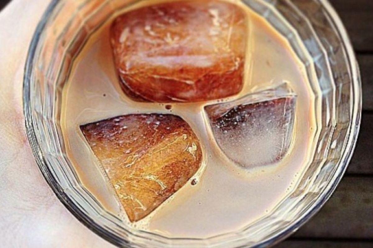 Hacer café frío: es mejor poner el cafe en hielo, para luego mezclarlo con leche y así no se diluirá. Foto:vía Getty Images. Imagen Por: