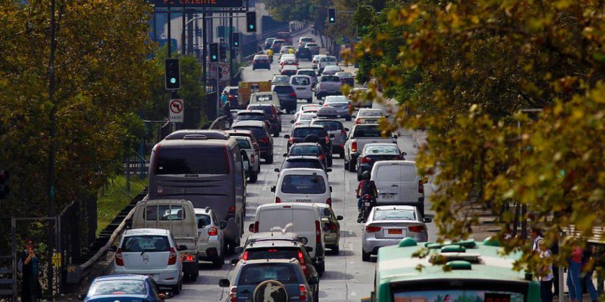 Cerca de 200 mil vehículos abandonará Santiago por fin de semana largo