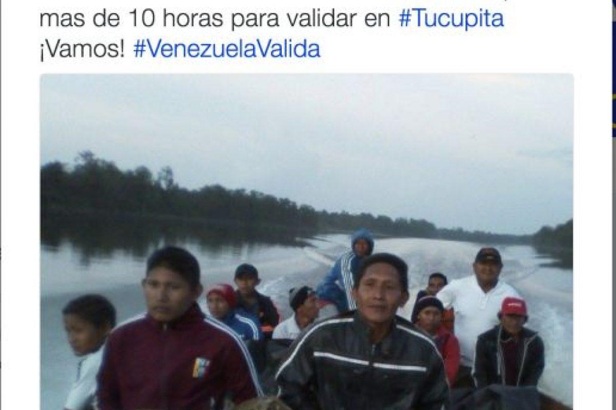 La manifestaciones de venezolanos para validar su firma en el revocatorio Foto:Twitter.com/RevocaloYA. Imagen Por: