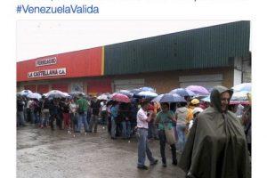 A pesar de la lluvia hay grandes filas Foto:Twitter.com/RevocaloYA. Imagen Por: