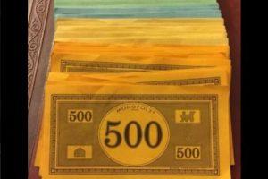 """""""Es tan pobre que incluso su dinero es naranja"""" Foto:Twitter.com. Imagen Por:"""