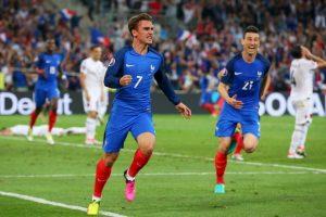 Francia aprovechó la localía y ganó el Grupo A de la Eurocopa Foto:Getty Images. Imagen Por:
