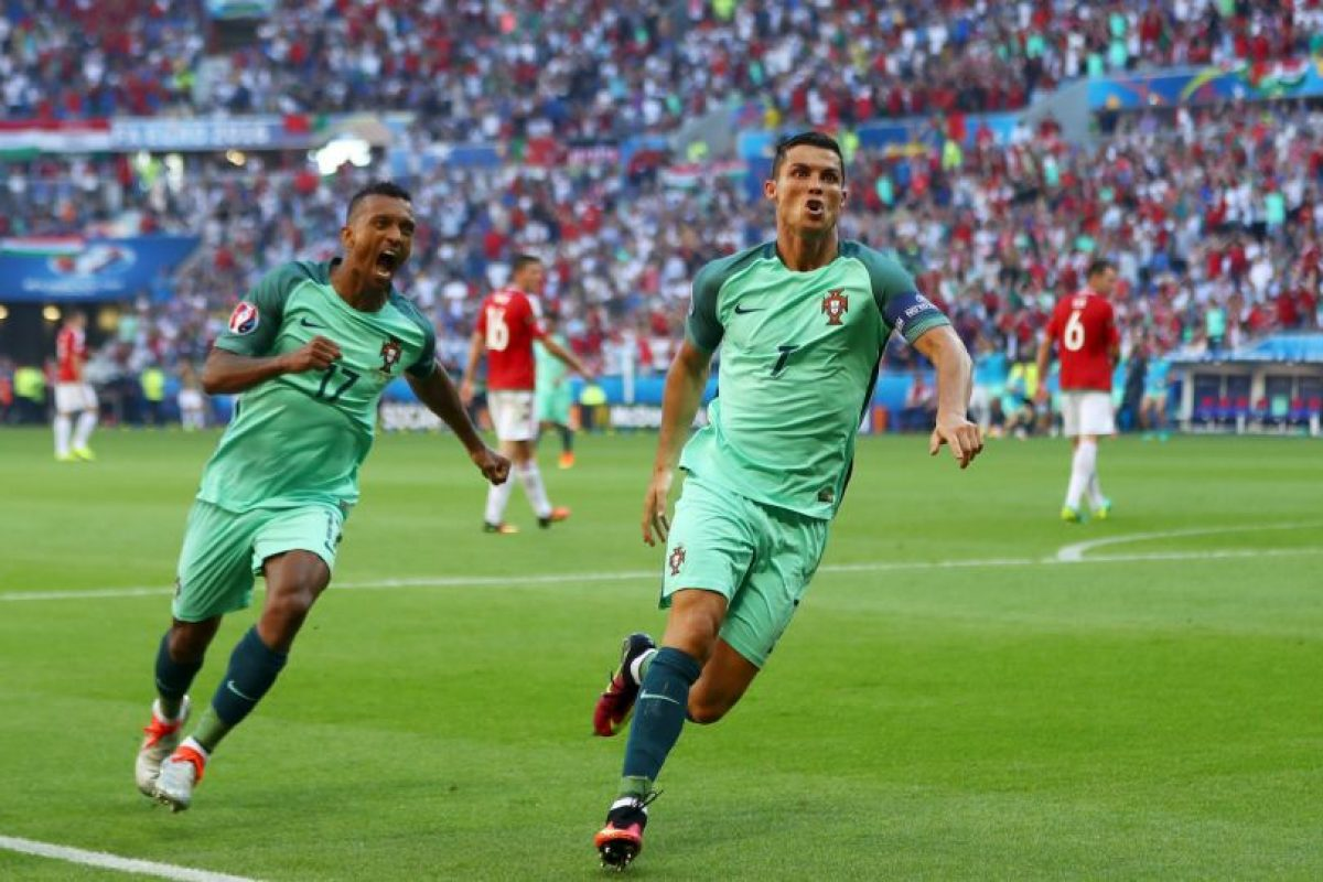 Con sus tantos ante los húngaros, Cristiano Ronaldo se convirtió en el primer jugador en anotar en cuatro Eurocopas Foto:Getty Images. Imagen Por: