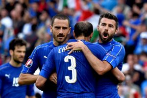 Los italianos también cumplieron su labor y ganaron su grupo Foto:Getty Images. Imagen Por: