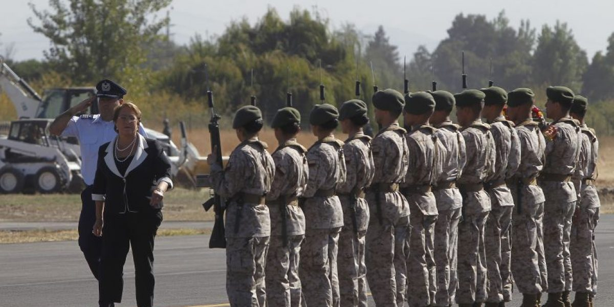 Bachelet anuncia que FF.AA. garantizarán cumplimiento de acuerdo de paz en Colombia