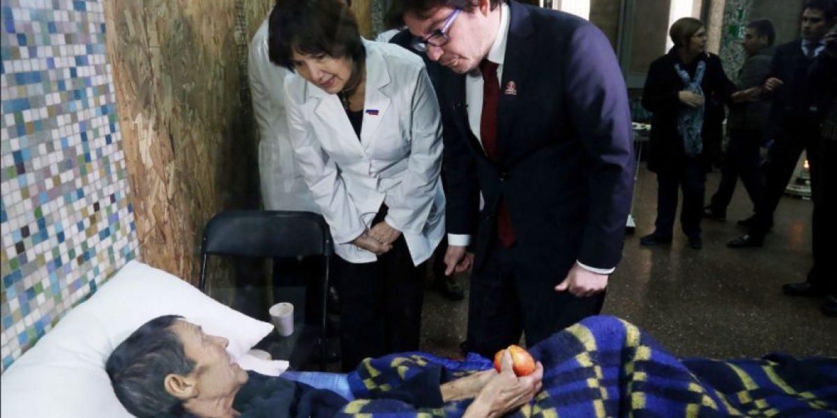 """Ministros recorrieron instalaciones que permitirán dar atención médica en albergue """"Víctor Jara"""""""