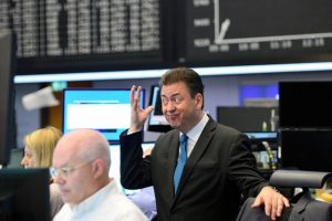 Las bolsas mundiales cayeron tras la victoria de los euroescépticos Foto:Getty Images. Imagen Por: