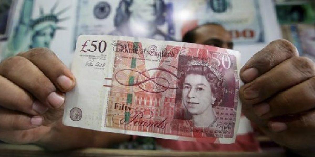 Brexit: moneda británica modera fuerte caída inicial