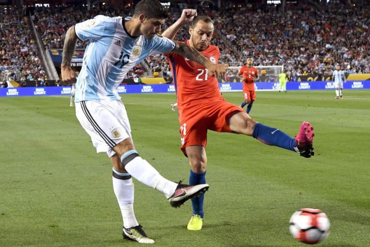 El presidente de la Conmebol había anunciado que el ganador de la Copa América Centenario sería el campeón de América, por lo que si Chile no revalidaba el título, perdía el parche y su condición de monarca Foto:Getty Images. Imagen Por: