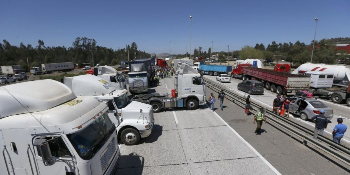 Frontera Chile-Perú suma 10 días de bloqueo por camioneros
