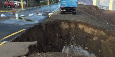 Lluvias provocaron socavones y desprendimientos de tierra en Antofagasta