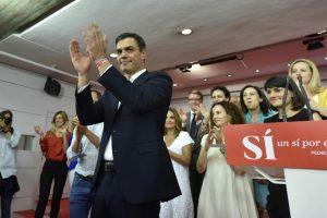 El secretario general del Partido Socialista Obrero Español (PSOE), Pedro Sánchez, celebra haber mantenido a su colectividad como la segunda fuerza en España, tras superar ampliamente a Unidos Podemos. Foto:EFE. Imagen Por: