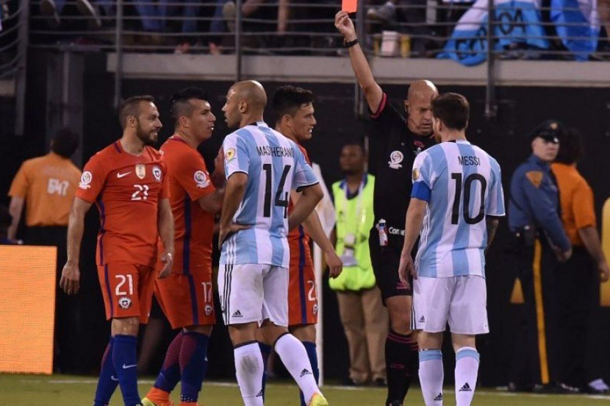 Expulsiones, actuaciones y casi un jugador más se creyó Heber Lopes Foto:AFP. Imagen Por: