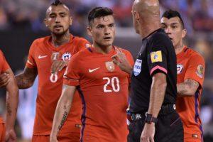 El árbitro brasileño tuvo un show aparte en el partido entre Argentina y Chile Foto:AFP. Imagen Por: