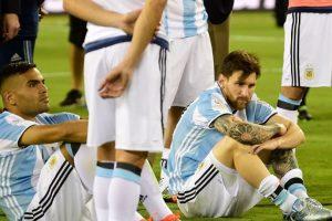 Perder el penal fue un golpe durísimo para Lionel Messi Foto:AFP. Imagen Por: