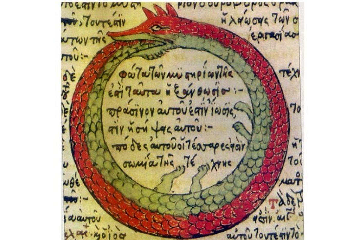 Un uróboro conforma con su cuerpo, un círculo. Foto:Wikimedia. Imagen Por: