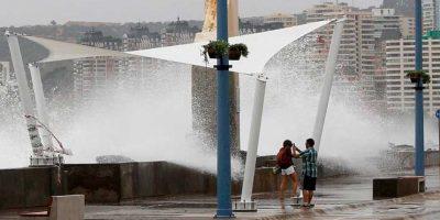Fuertes marejadas obligan a cerrar los puertos desde Arica a Constitución