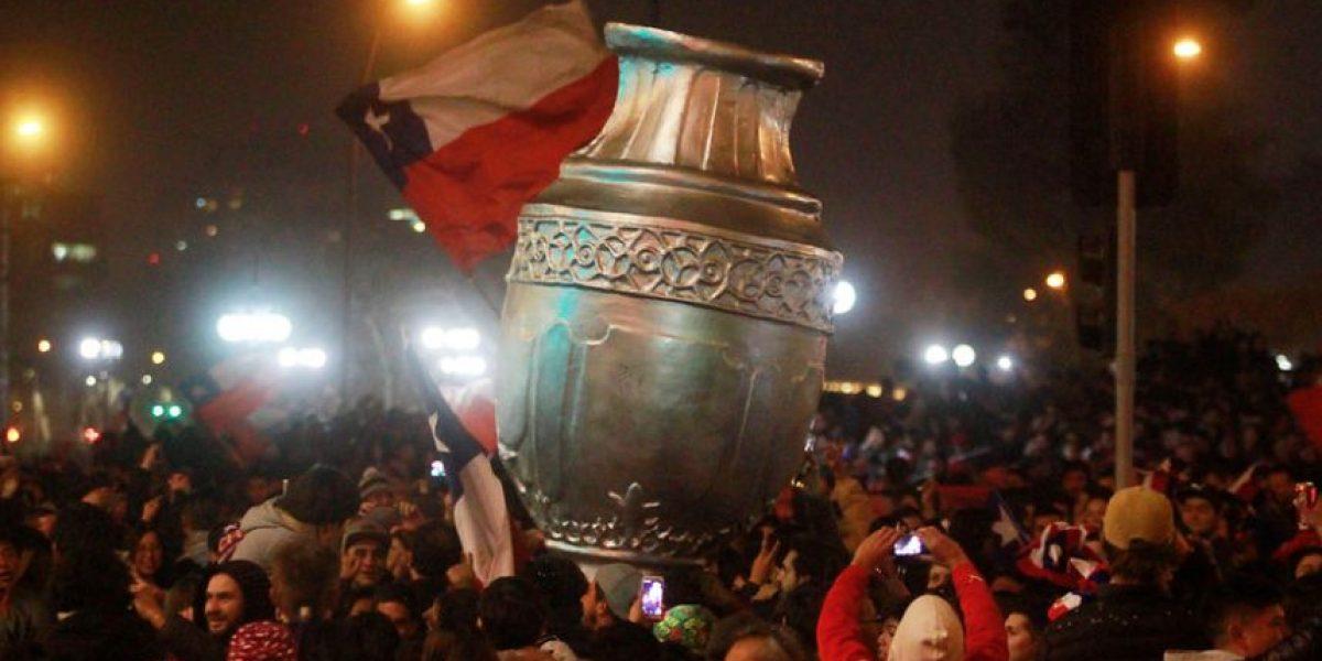 Plaza Italia como nunca: miles de personas se reúnen para celebrar el bicampeonato de Chile
