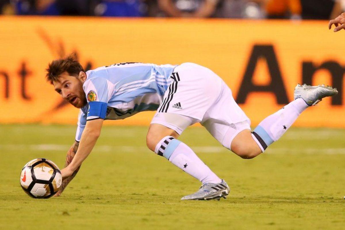 Las tristes imágenes de Lionel Messi después de perder la final de la Copa América Centenario Foto:Getty Images. Imagen Por: