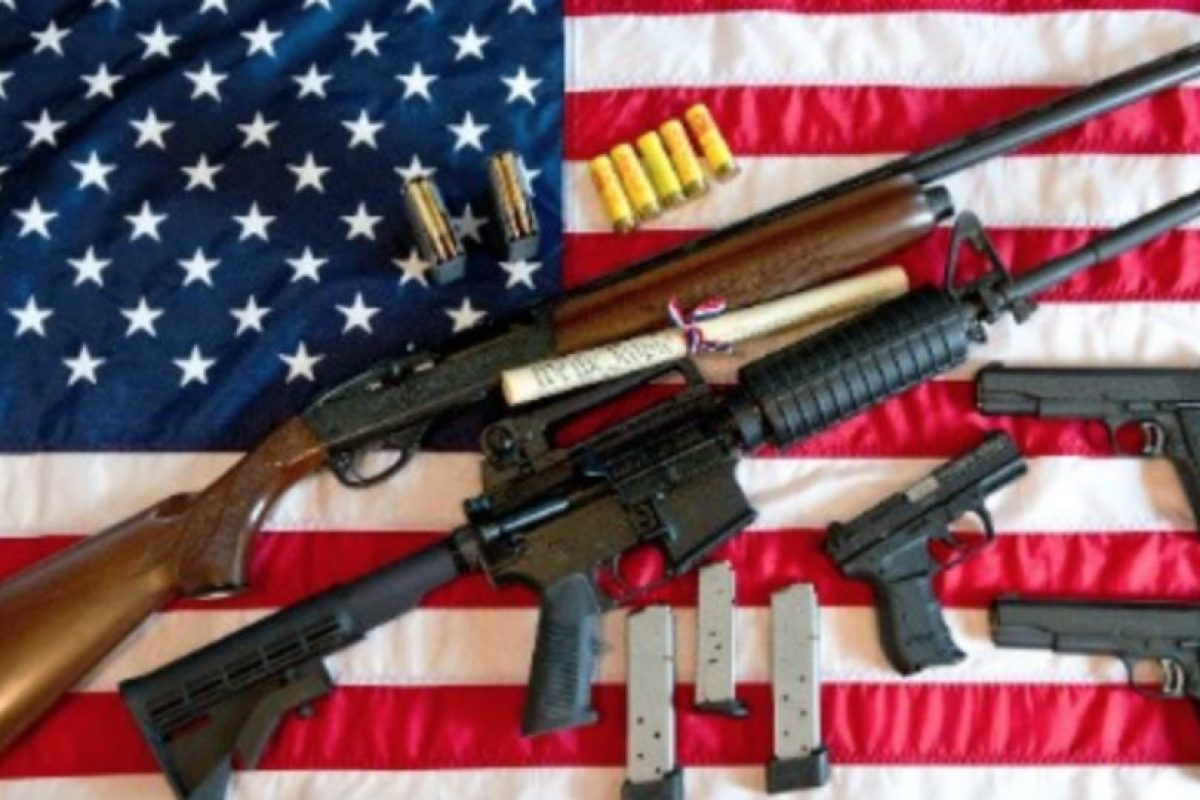 La Segunda Enmienda permite tener a los estadounidenses varias armas. Foto:vía Getty Images. Imagen Por: