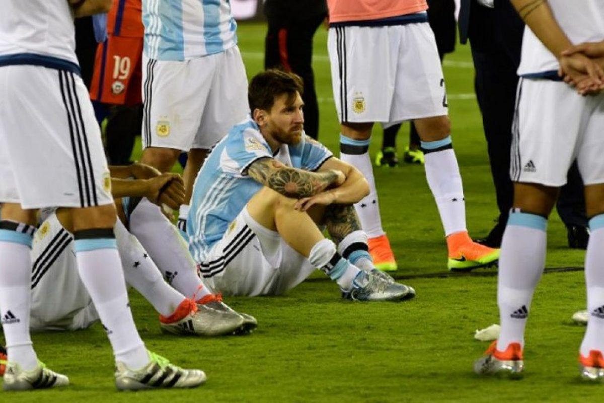 Luego de cuatro finales perdidas, el delantero argentino decidió irse de la selección Foto:AFP. Imagen Por: