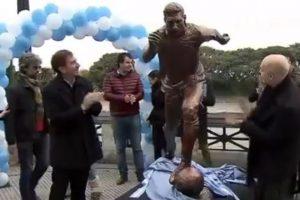 """Incluso, fue inaugurada una estatua de la """"Pulga"""" en Buenos Aires Foto:Twitter. Imagen Por:"""