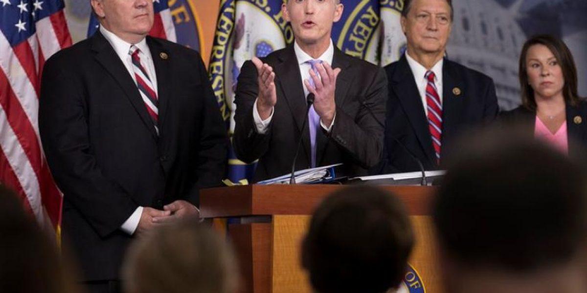 El informe final sobre el ataque al consulado de Estados Unidos en Bengasi exculpa a Hillary Clinton