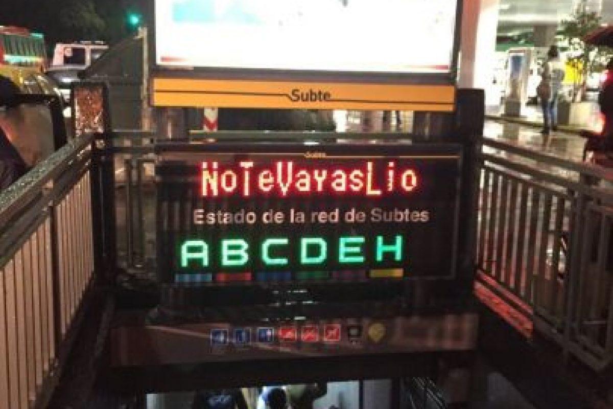 En las calles y estaciones de subterráneo se podía leer el mensae Foto:Twitter.com. Imagen Por: