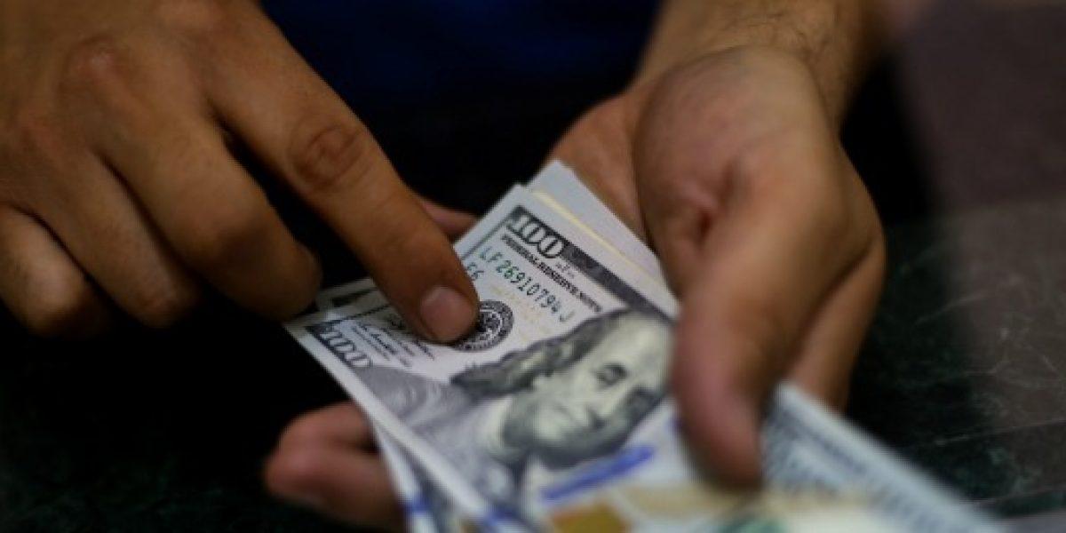 Dólar retrocede más de 10 pesos y pierde lo ganado por el Brexit